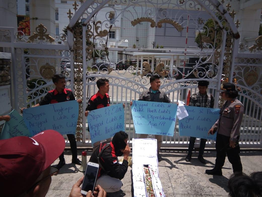 Aksi demo di kejatisu