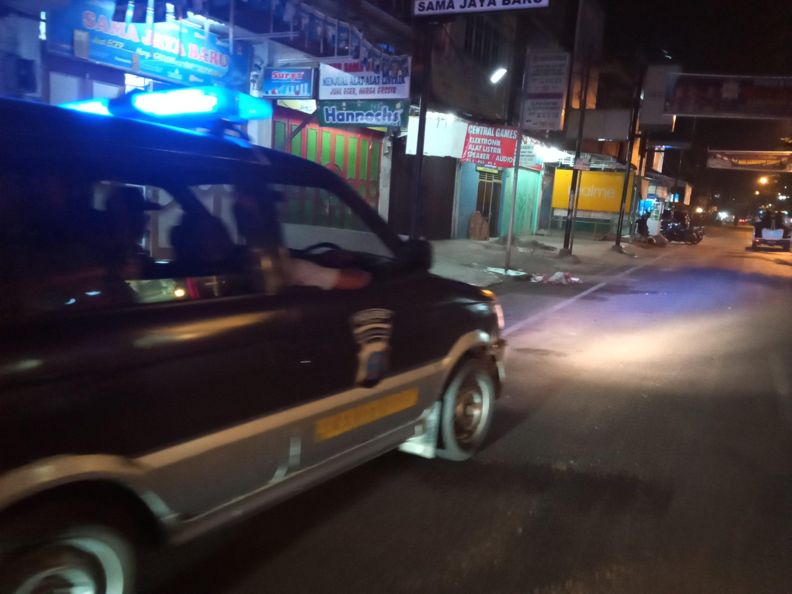 Tim Polres Asahan melakukan patroli dan pembubaran terhadap warga yang berada di lokasi keramaian