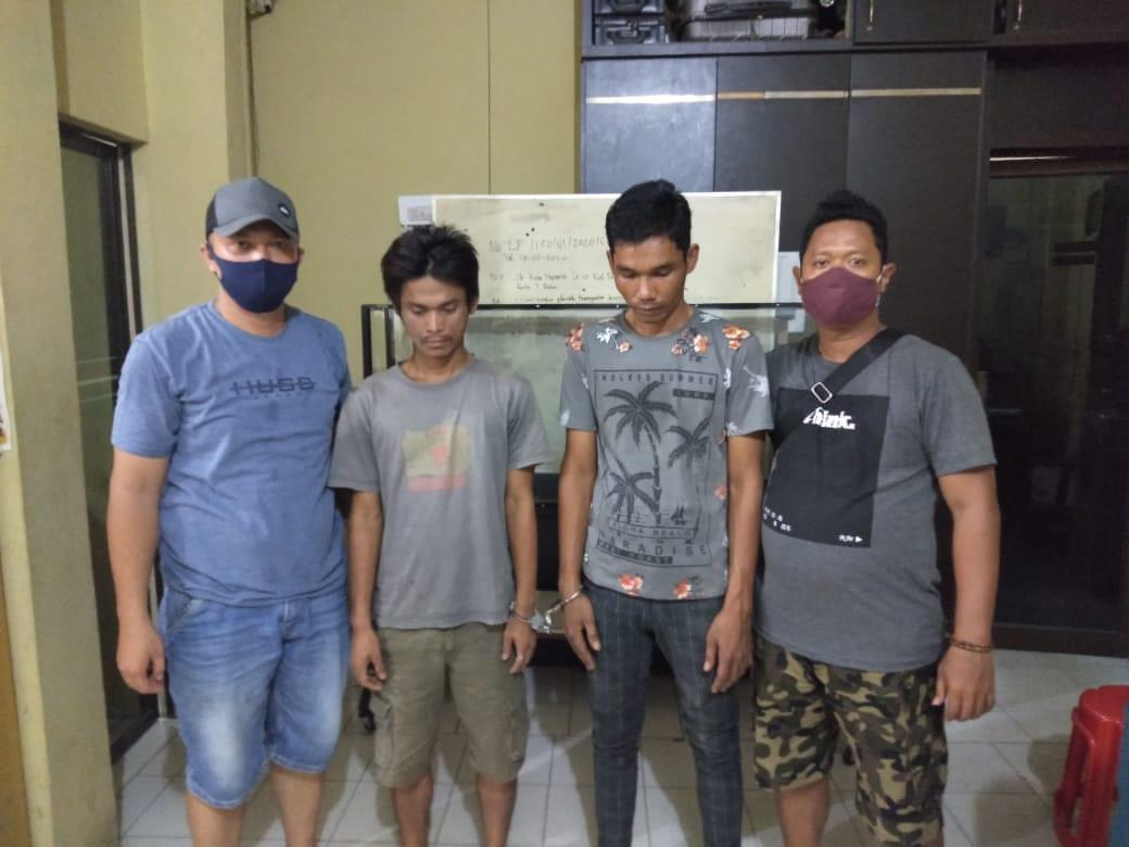 (Ignatius Siagian/taslabnews) Kedua tersangka berikut dengan barang buktinya saat di amankan di Sat Res Narkoba Polres Tanjungbalai.