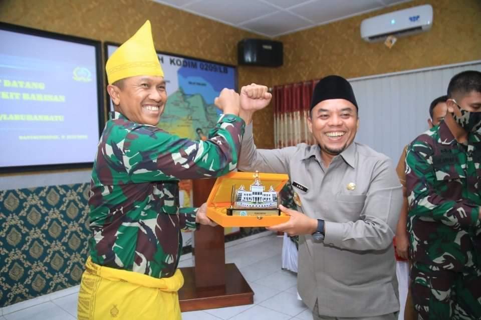 Bupati Labuhanbatu H Andi Suhaimi Dalimunthe ST MT bersama Kasdam l BB Brigjen TNI Didied Pramudito, SE