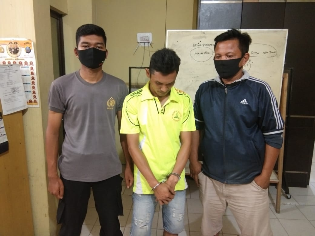 (Ignatius Siagian/taslabnews)  Tersangka berikut barang buktinya saat diamankan di Polres Tanjungbalai.
