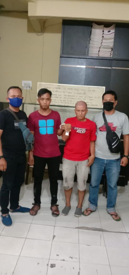 (Ignatius Siagian/taslabnews) Kedua tersangka berikut dengan barang buktinya saat diamankan di Polres Tanjungbalai