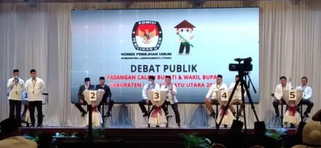 (Richad Silaban/taslabnews) 5 paslon Bupati dan Wakil Bupati Labuhanbatu Utara mengikuti debat publik yang digelar KPU