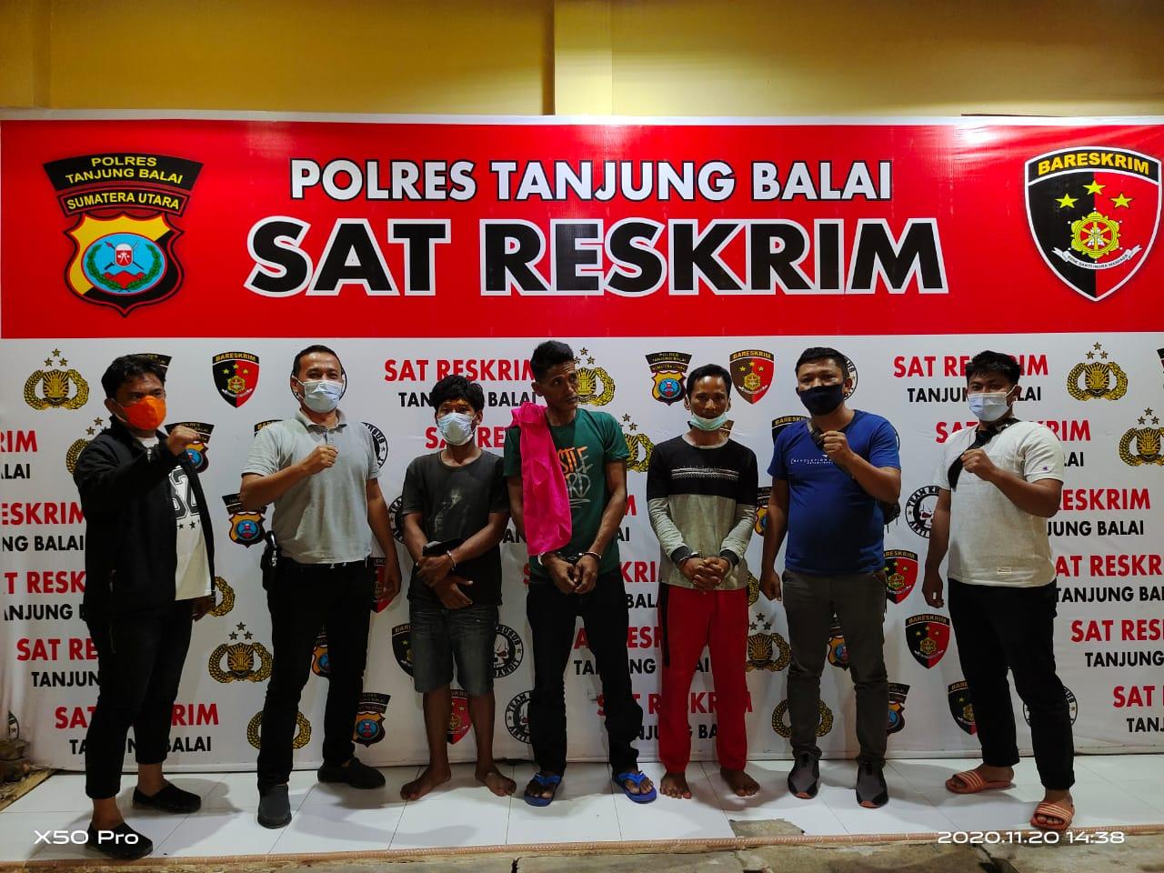 (Ignatius Siagian/taslabnews)  Ketiga tersangka pelaku curanmor saat diamankan di Polres Tanjungbalai.