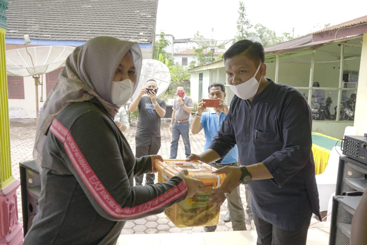 Penyerahan bantuan untuk korban banjir di Asahan