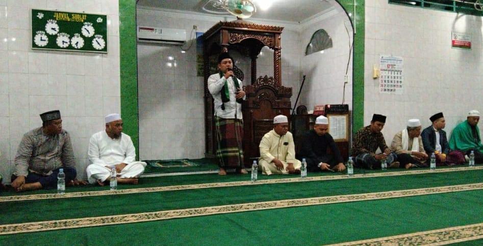Bupati Labuhanbatu H Andi Suhaimi Dalimunthe ST MT saat berpidato di mesjid.