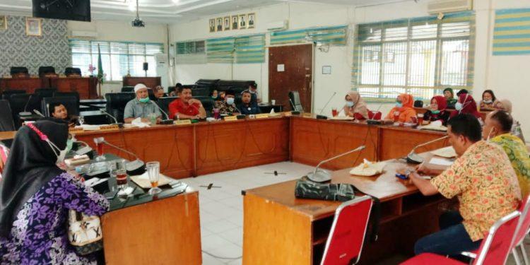 Suasana rapat dengar pendapat antara Kadis Kesehatan Kota Tanjungbalai dan Komisi C DPRD Kota Tanjungbalai.