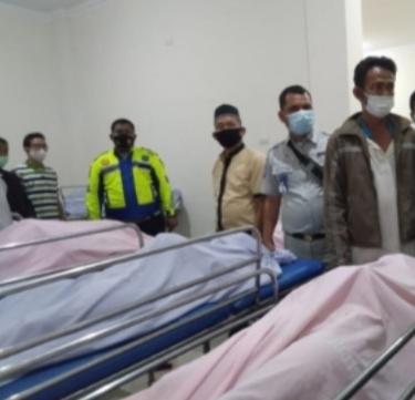 Jenazah para korban saat dievakuasi ke rumah sakit.