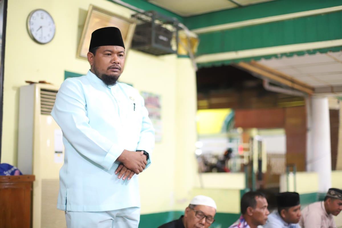 (Ignatius Siagian/taslabnews) Suasana membaca yasin bersama di Mesjid Raya Sultan Ahmadsyah, Tanjungbalai