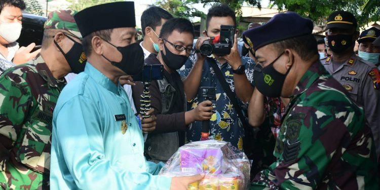 Plt Wali Kota Tanjungbalai, H Waris Tholib SAg MM dan rombongan meninjau Pos Pengamanan Idul Fitri.