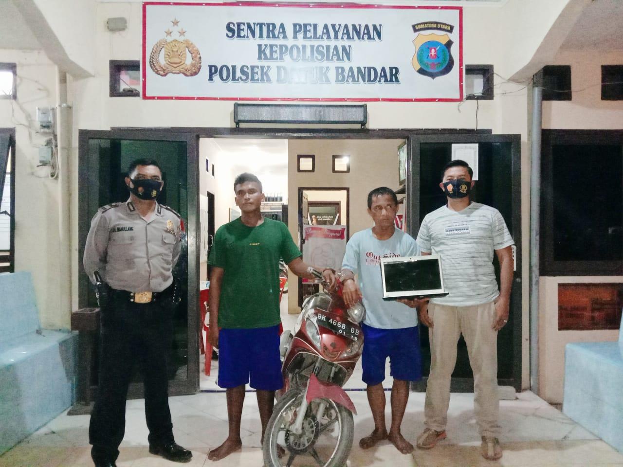(Ignatius Siagian/taslabnews)  Kedua tersangka saat diamankan di Polsek Datuk Bandar, Polres Tanjungbalai