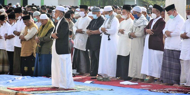 Suasana shalat Idul Fitri di lapangan Sultan Abdul Jalil Rahmadsyah, Kota Tanjungbalai.