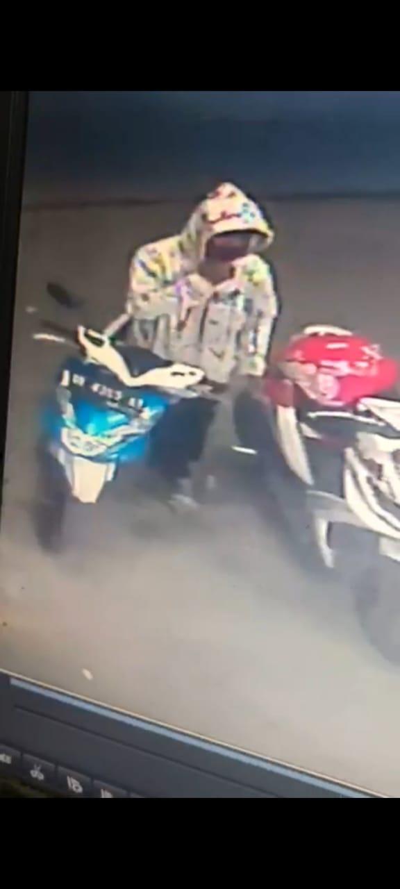 (Richad Silaban/taslabnews)  Aksi pencurian dari dalam bagasi sepeda motor viral di media sosial.