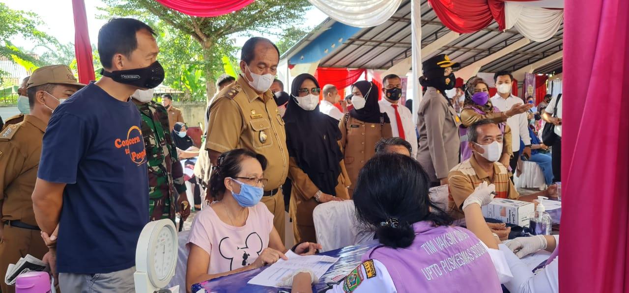 Disaksikan Wakil Bupati, Wakapolres dan Danyonif 126/Kala Cakti, Lansia, Guru Paud dan SD di Asahan Divaksin