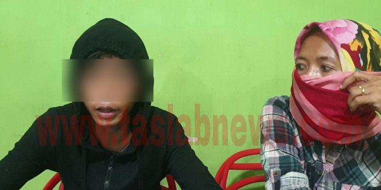 Korban ARA didampingi Ibunya memberi keterangan terkait penganiayaan yang dialaminya kepada kru media.